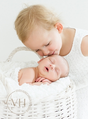 Baby_Newborn_Familienfoto_Geschwister_Braunschweig_Foto_Fotografin